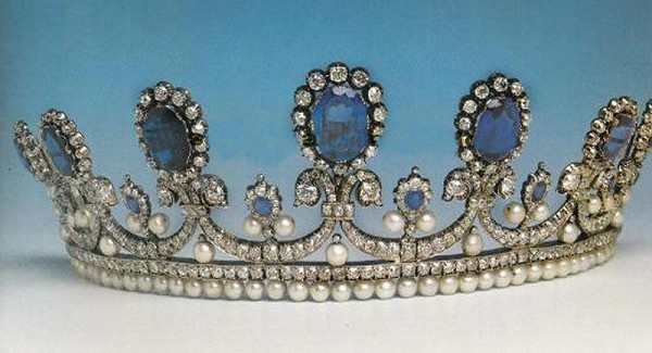 Bridal Hair Accessories 37.00 Carat Natural Rose Cut Certified Diamond Pearl Sapphire Sterling Silver Diamond Tiara