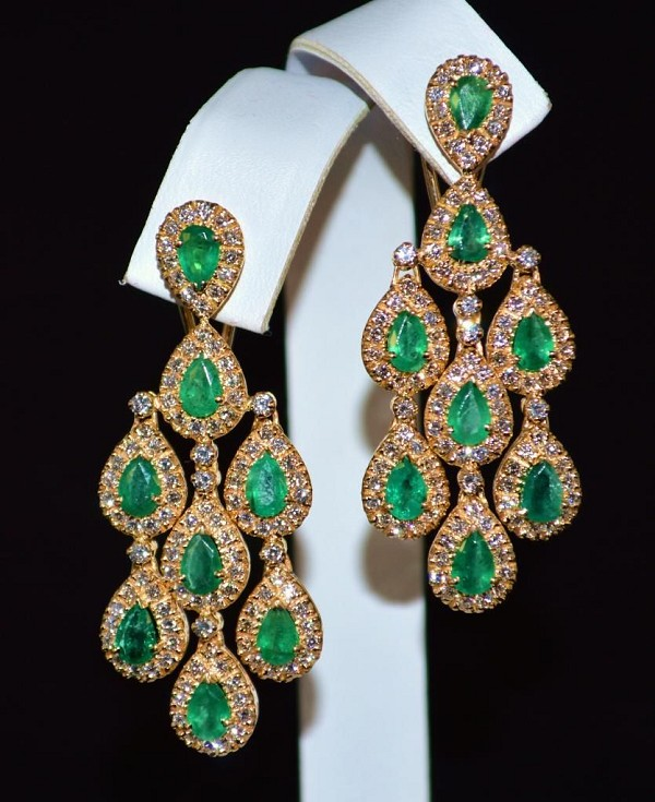 Diamond Chandelier Earrings 4.05Ct Emerald 6.50Ct  Natural Certified Solid Gold